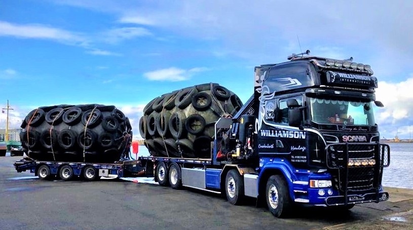 delivery of fenders for Navy use in Leith (2).jpg